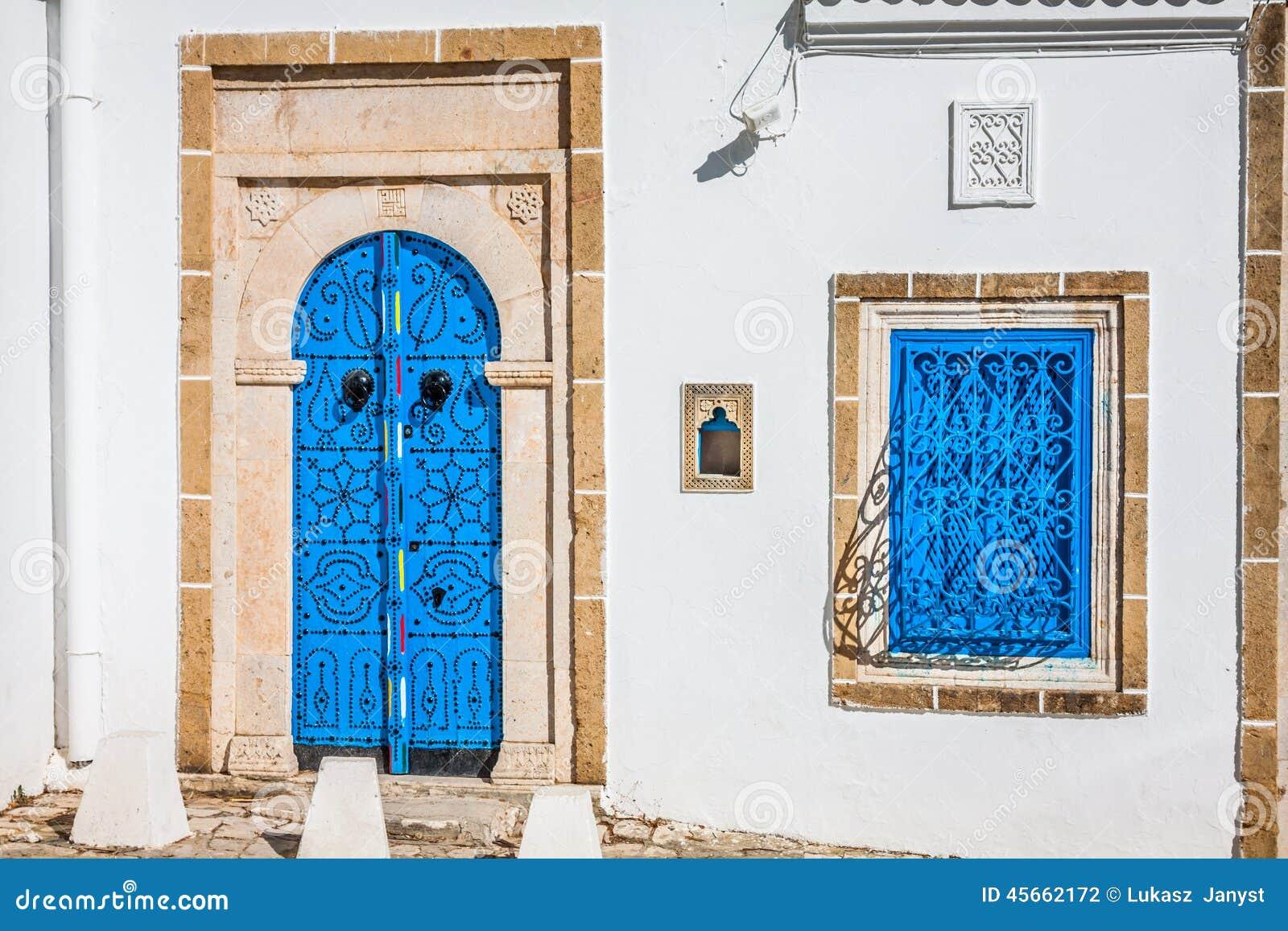 Porte locale typique de maison traditionnelle ; tunis ; tunisie