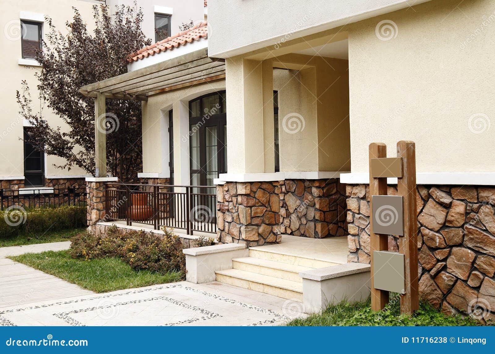 Porte moderne de villa photos libres de droits image for Des villas modernes