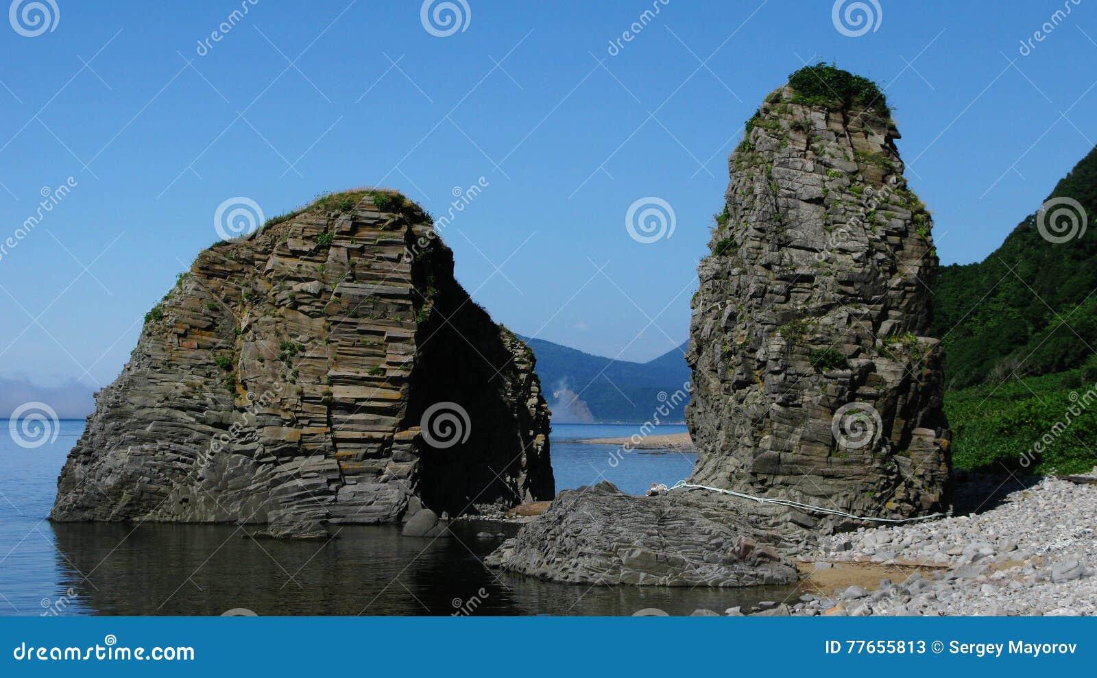 Porte naturelle dans le cap Stolbchatiy
