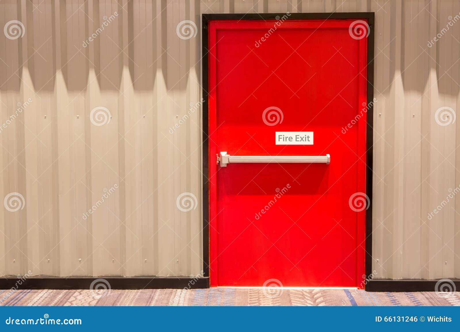 Porte Rouge De Sortie De Secours Photo Stock Image 66131246