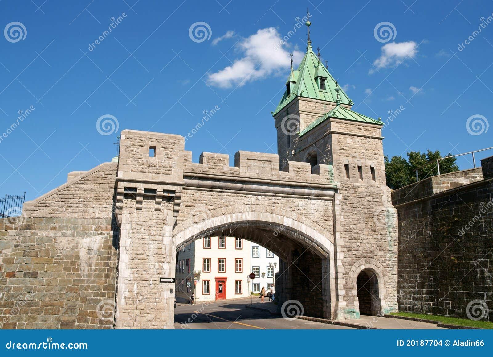 Porte saint louis city gate quebec city stock images for Porte quebec