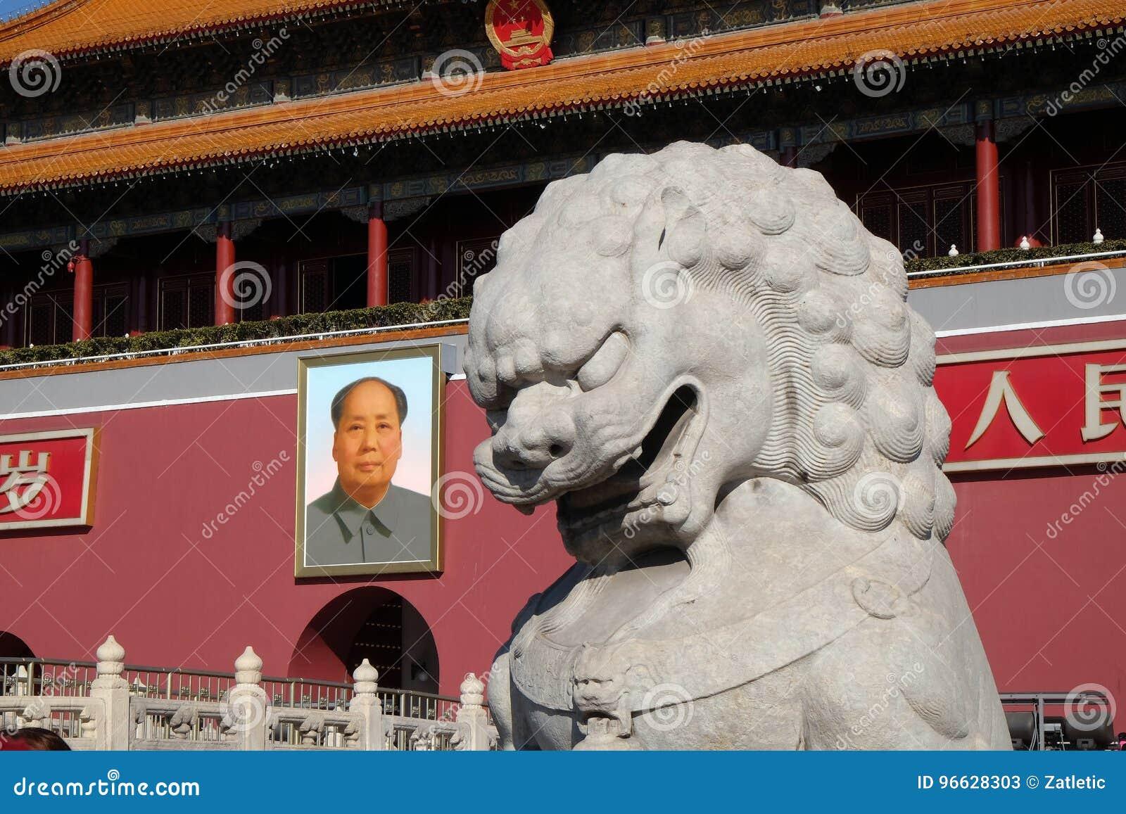 Porten av himla- fred på den berömda Tiananmen fyrkanten i Peking