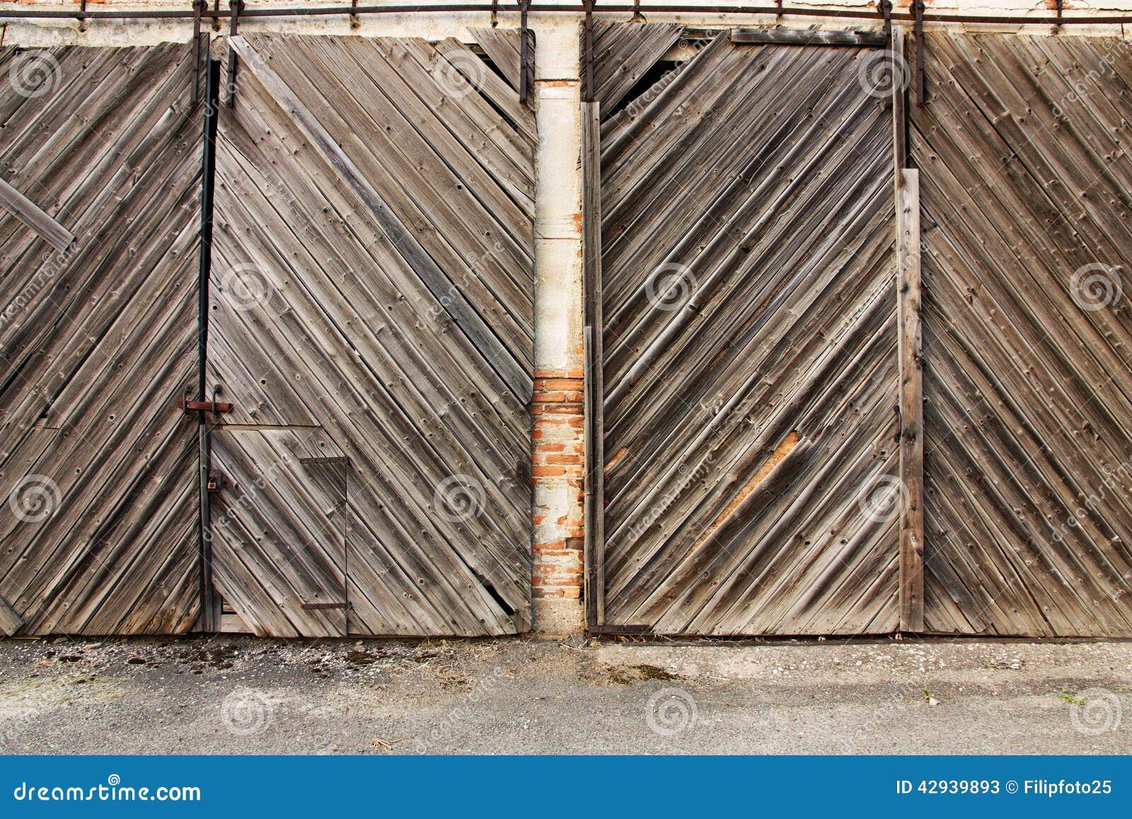 Portes de grange photo stock image 42939893 for Porte de grange bois
