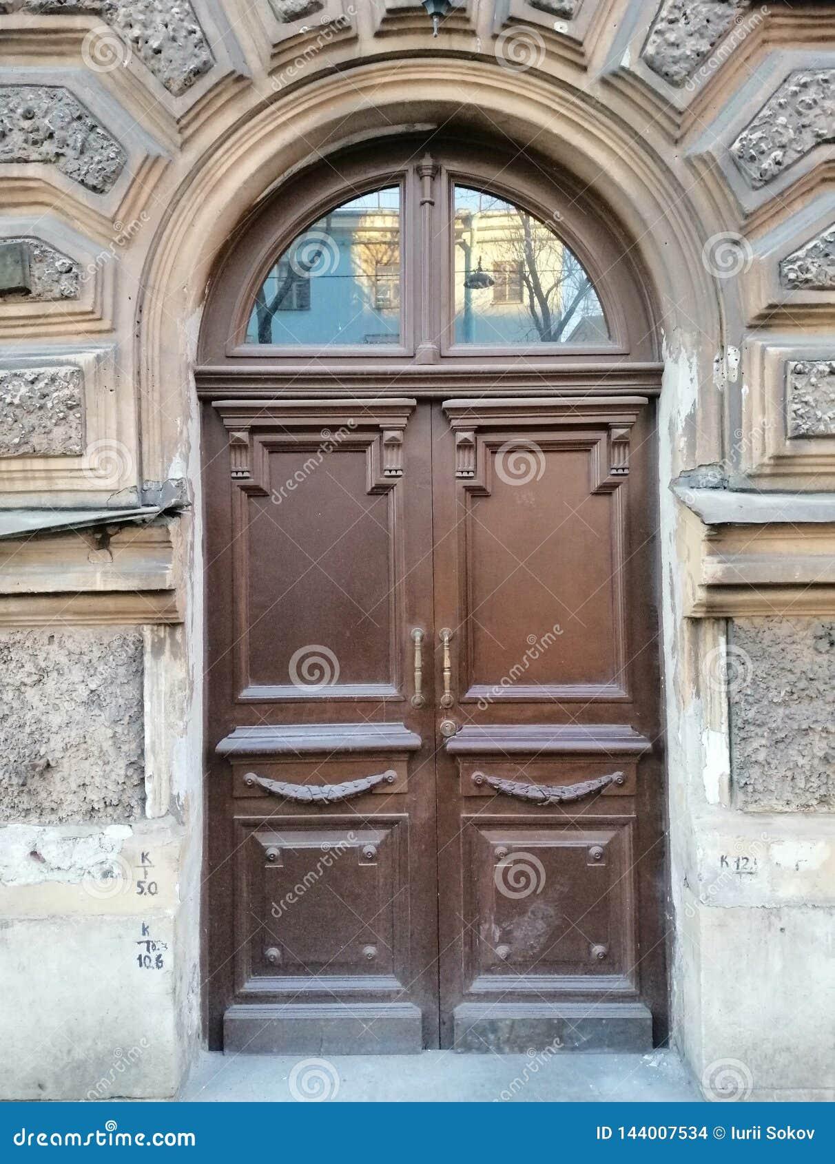 Portes en bois de décoration du bâtiment