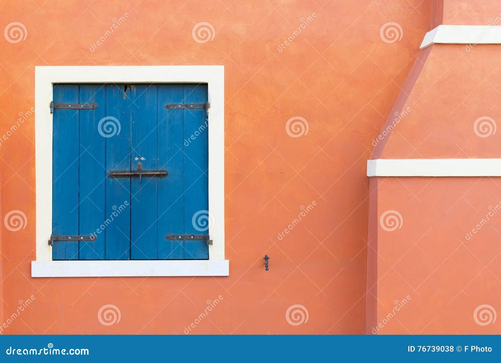 Portes et fenêtres colorées