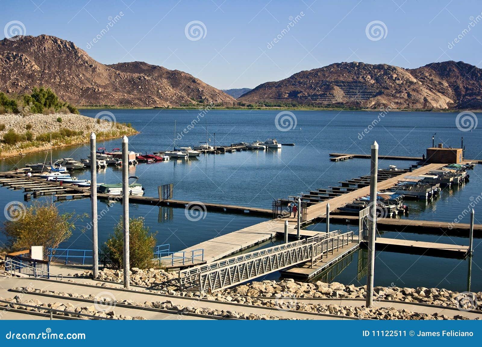 Porticciolo nel lago Perris