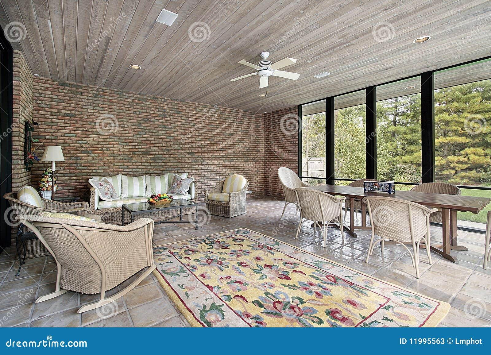 Portico con il soffitto di legno immagine stock immagine for Ville con portico in legno