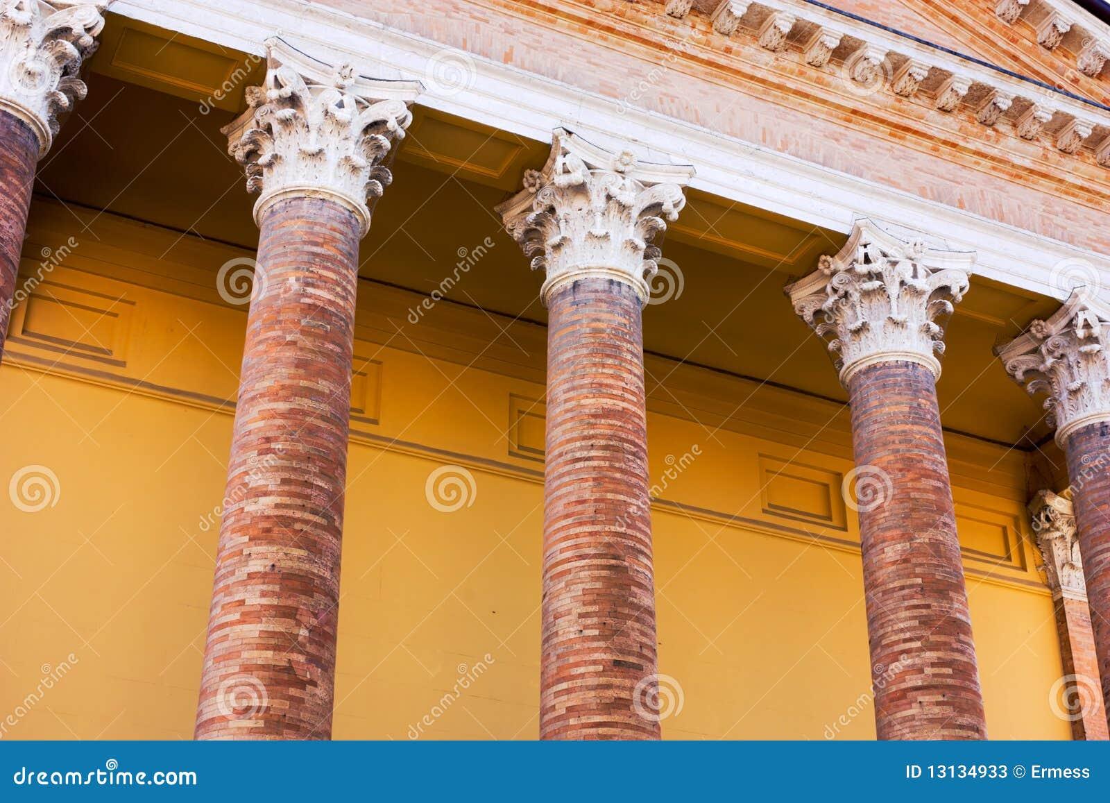 Portico con le colonne immagine stock immagine di for Aggiornare le colonne del portico