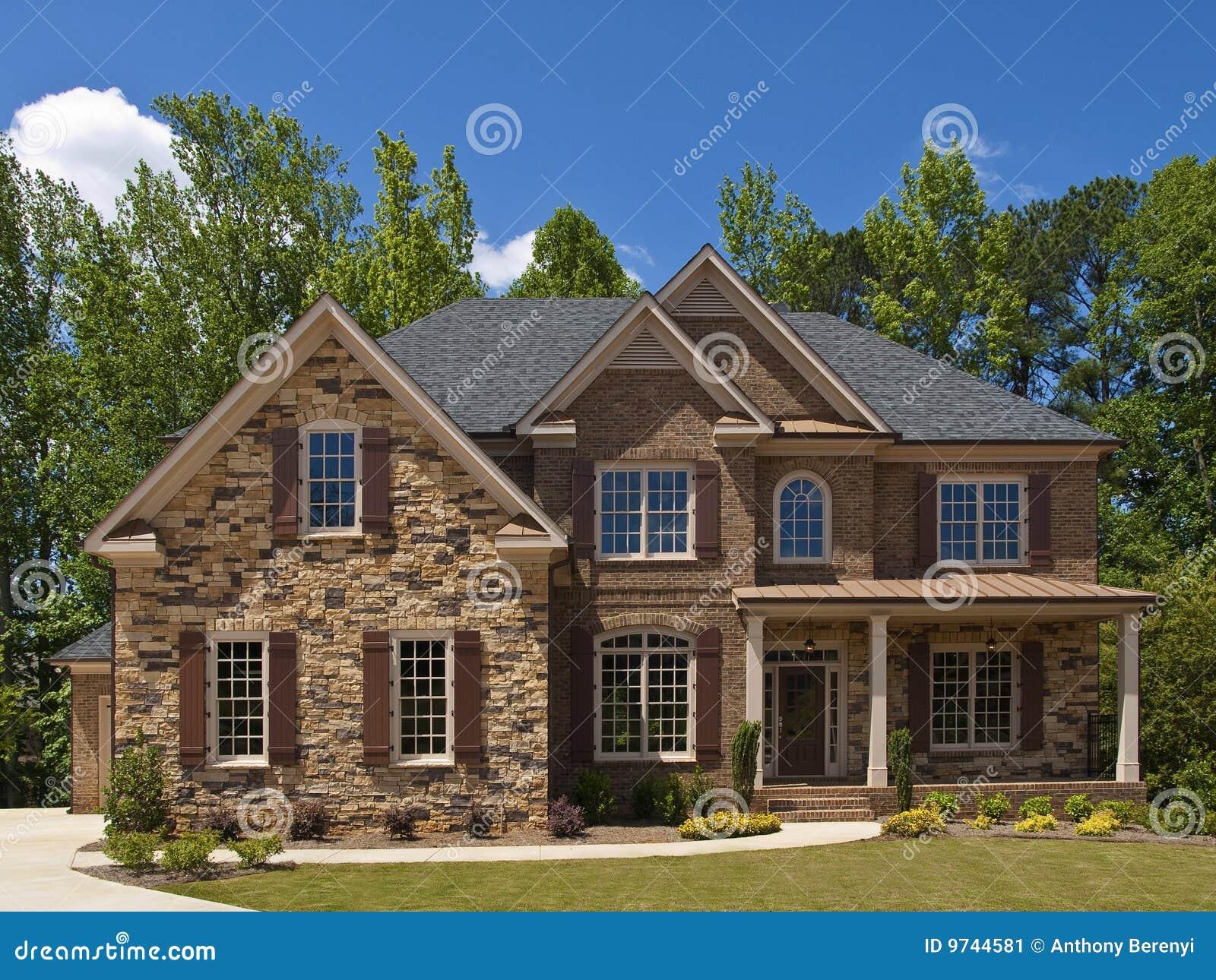 Portico esterno di vista frontale della casa di lusso di for Casa di lusso