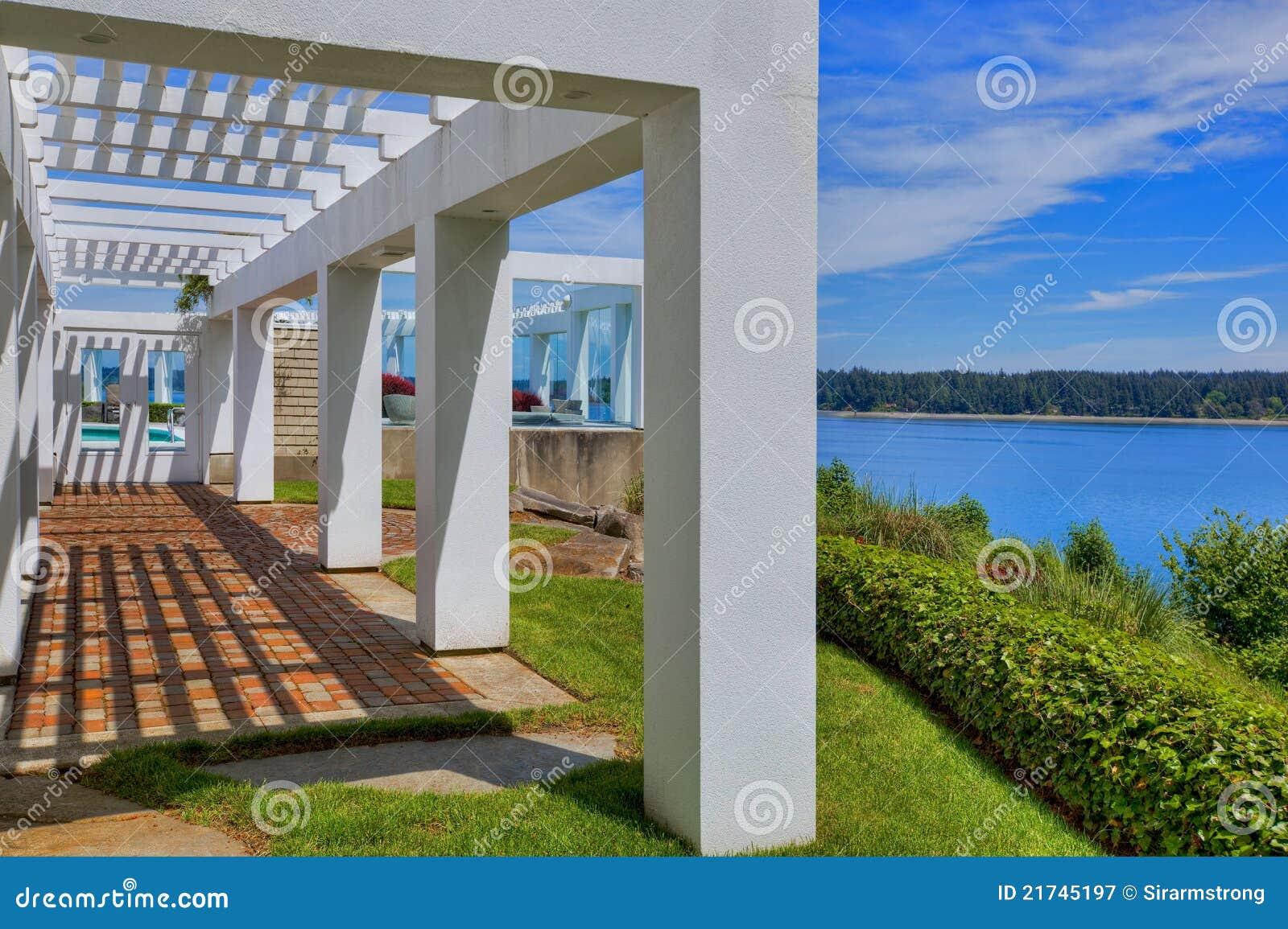 Portico moderno immagine stock immagine di moderno for Portico moderno