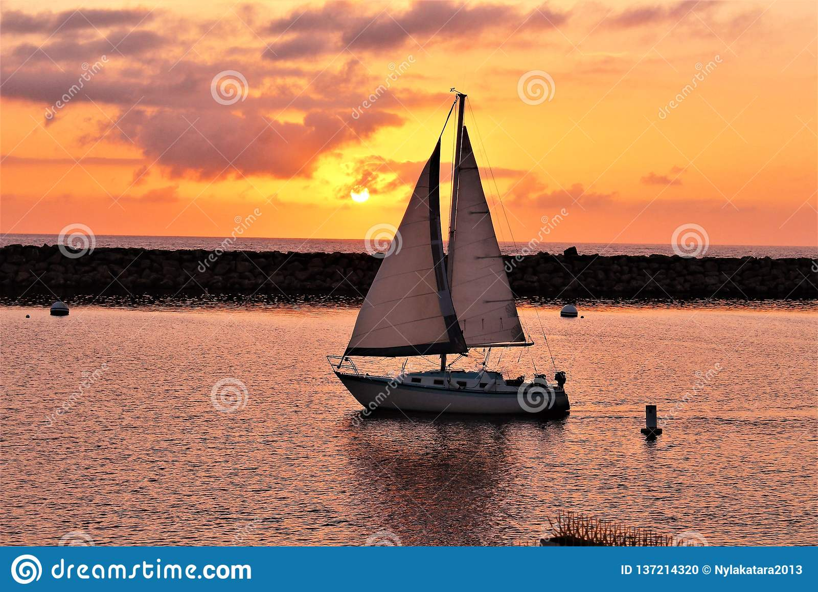 Portifino加利福尼亚海洋边日落在雷东多海滩,加利福尼亚,美国