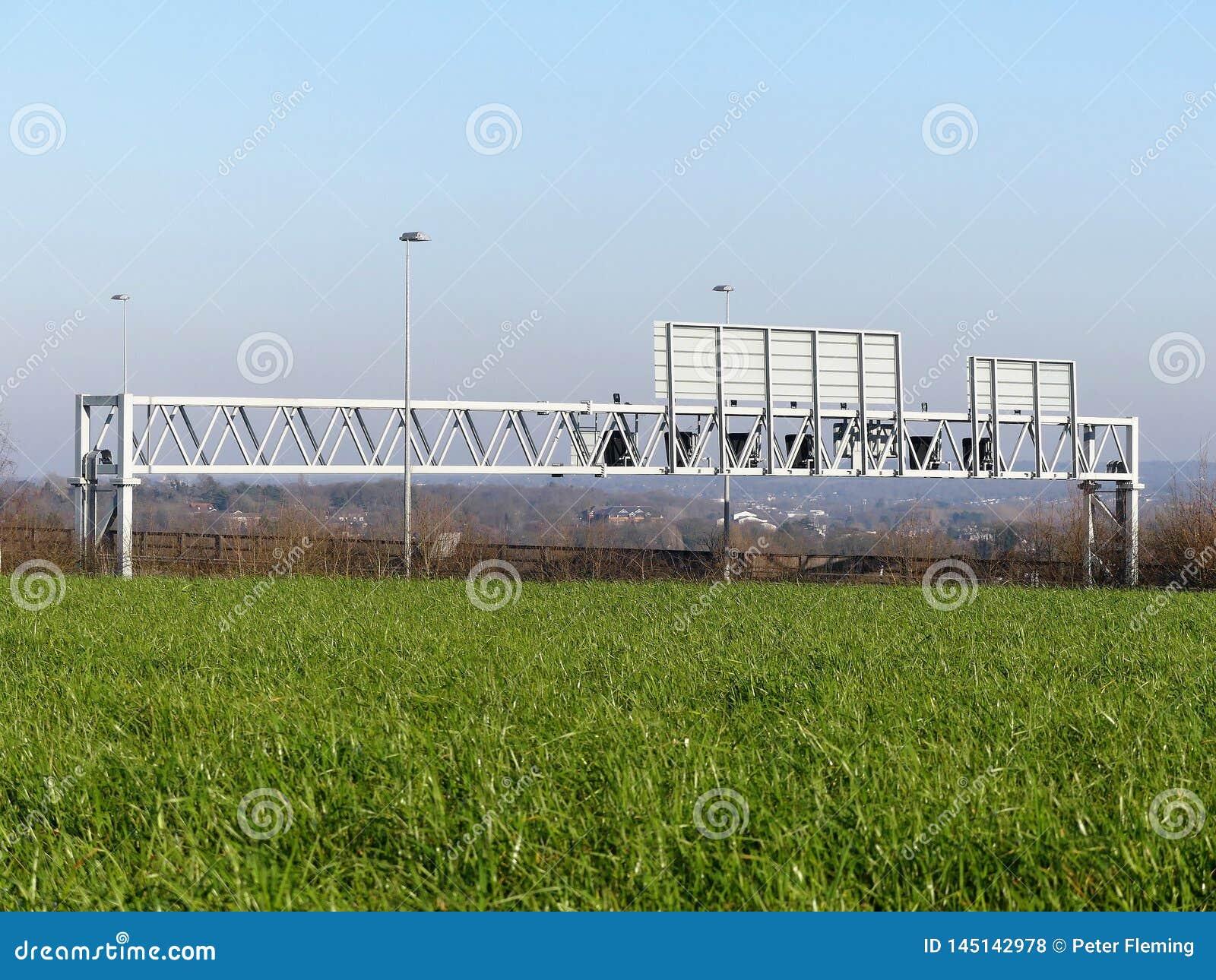 Portique de l autoroute M25, Hertfordshire