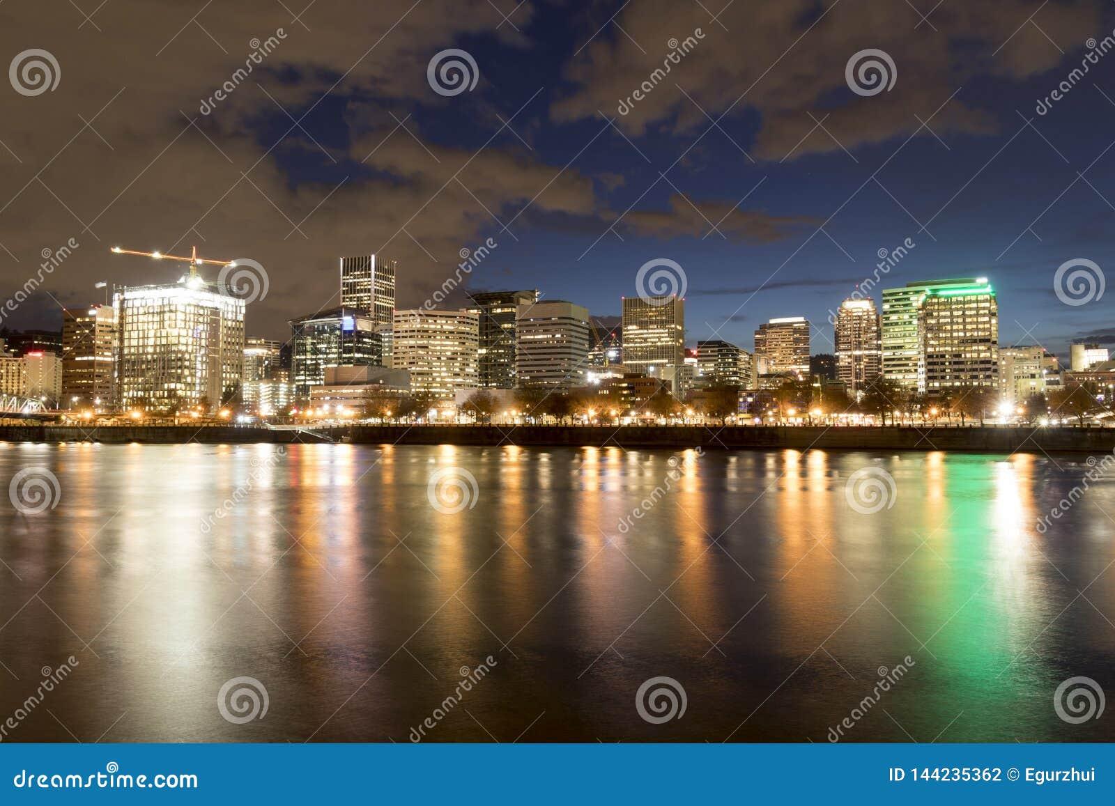 Portland da baixa Oregon na noite