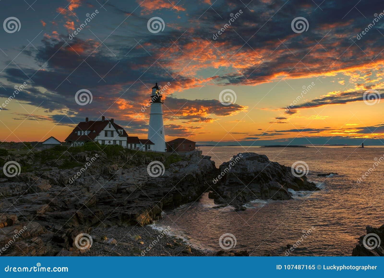 Portland gehen Leuchtturm bei Sonnenaufgang im Kap Elizabeth, Maine, USA voran