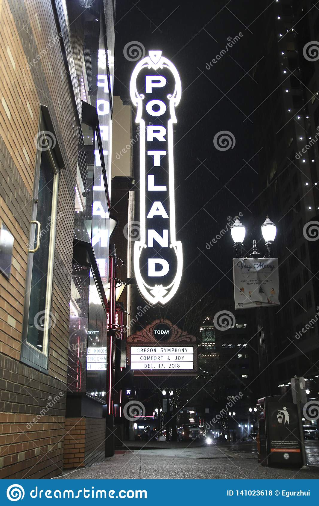 Portland podpisuje wewnątrz w centrum Portland, Oregon