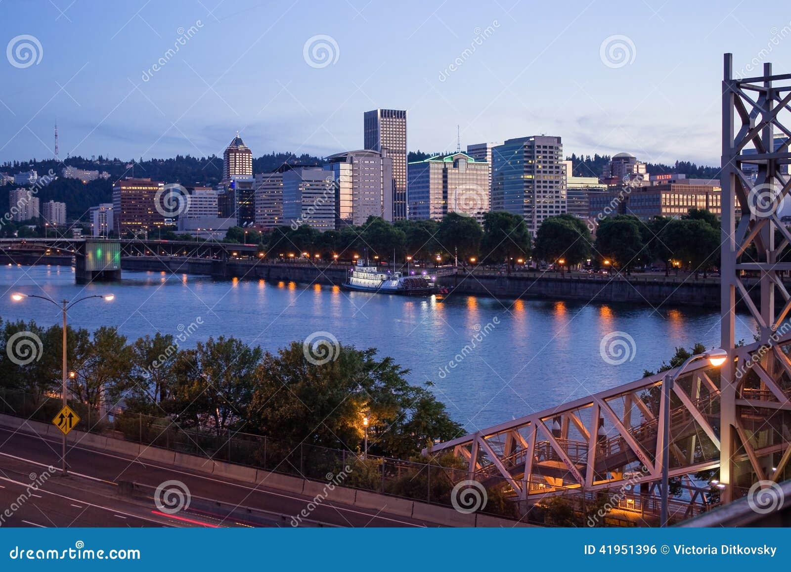 Portlandzka linii horyzontu i Willamette rzeka