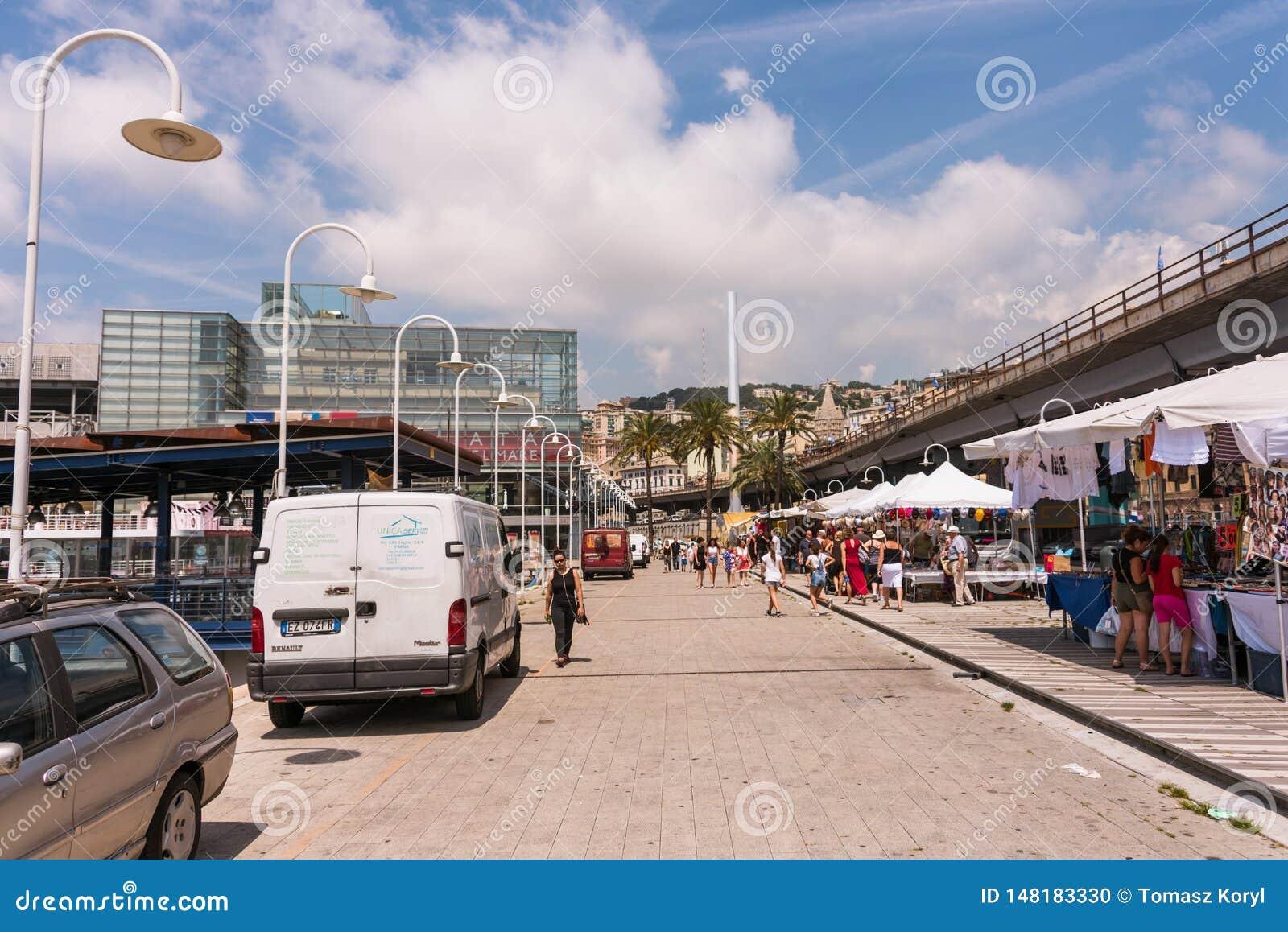 Porto Antico ? G?nes, Ligurie, Italie Le b?timent en verre du mus?e maritime