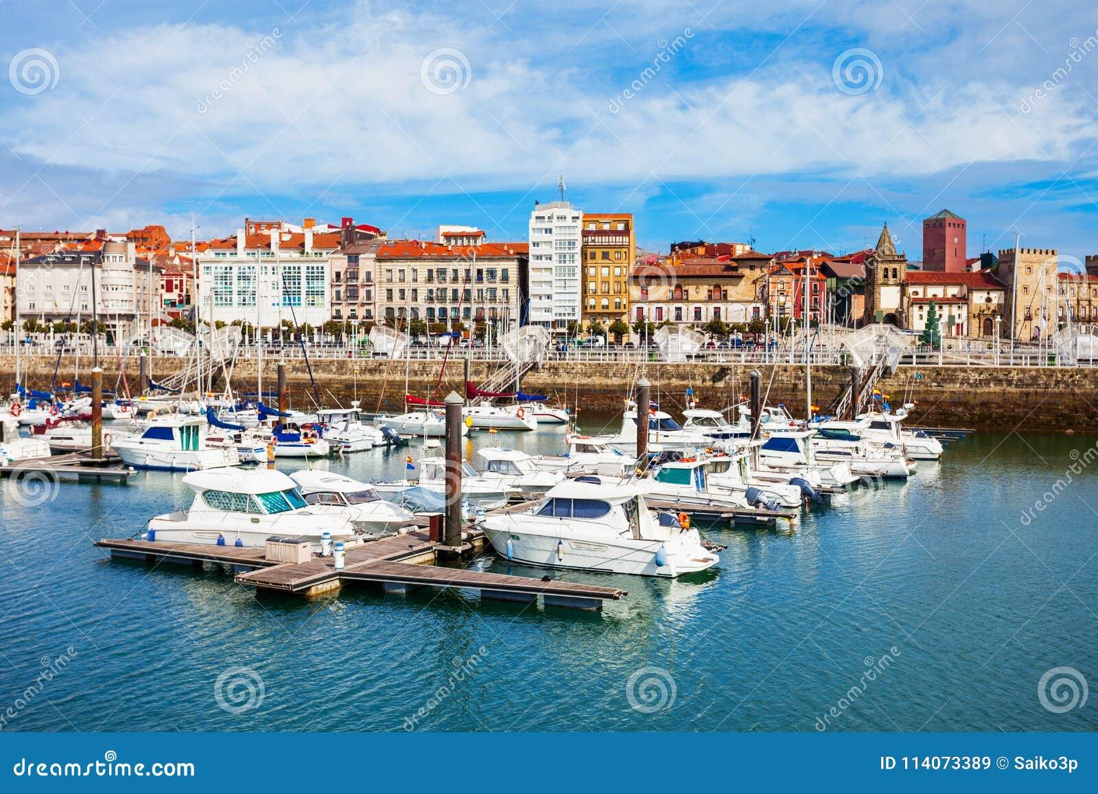 Porto da cidade de Gijon nas Astúrias, Espanha