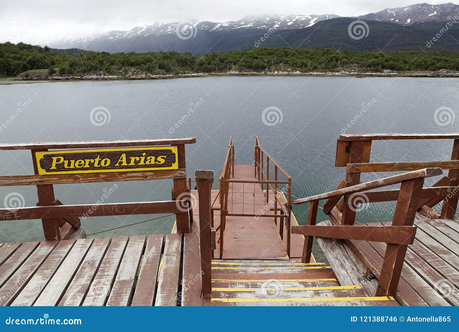 Porto das árias na baía de Lapataia ao longo da fuga litoral em Tierra del Fuego National Park, Argentina