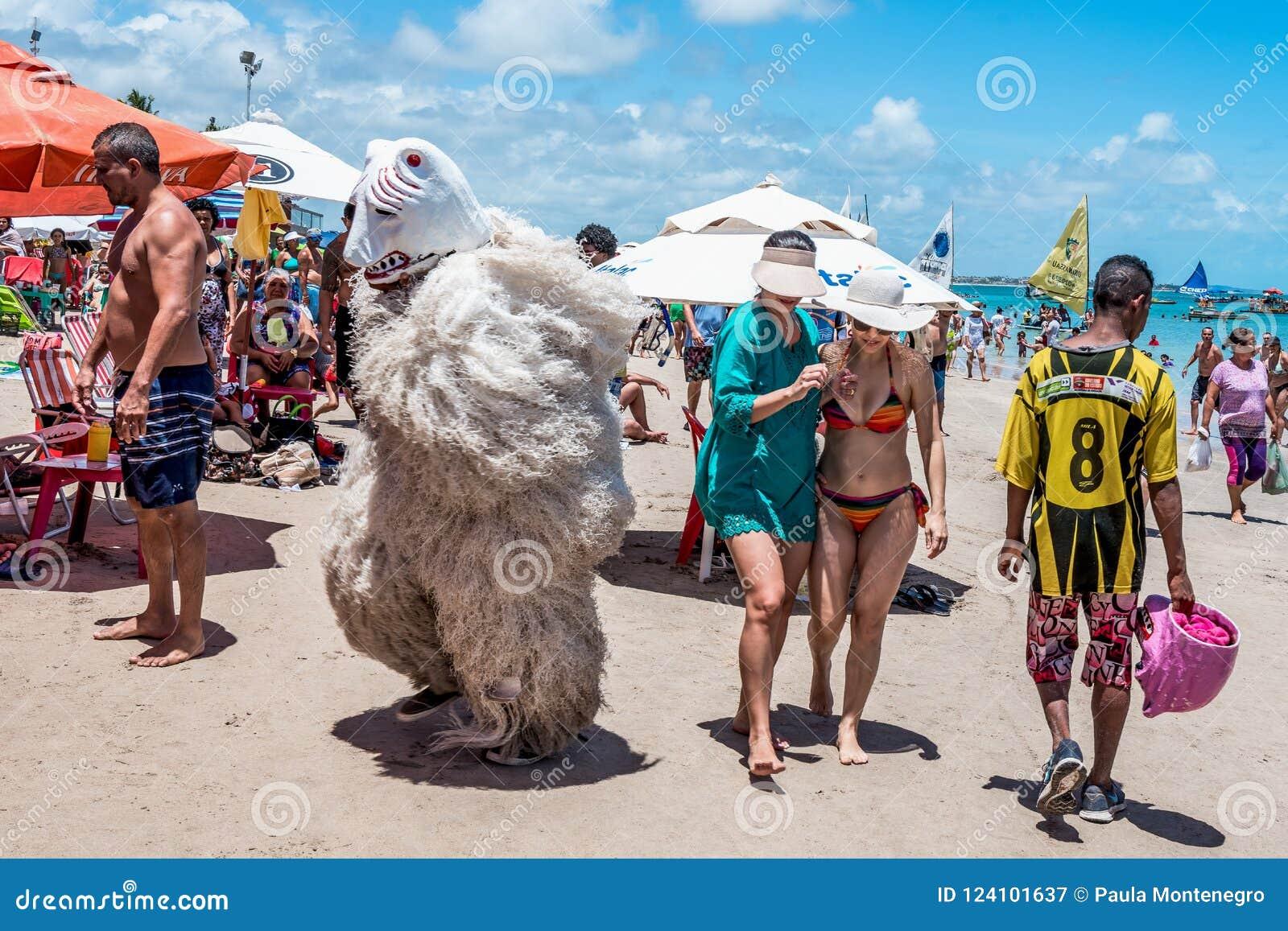 Porto de Galinhas, Pernanbuco, Brésil - janvier 2018 : Alaursa ou aile du nez Ursa, est un ours de la culture de carnaval dans Pe