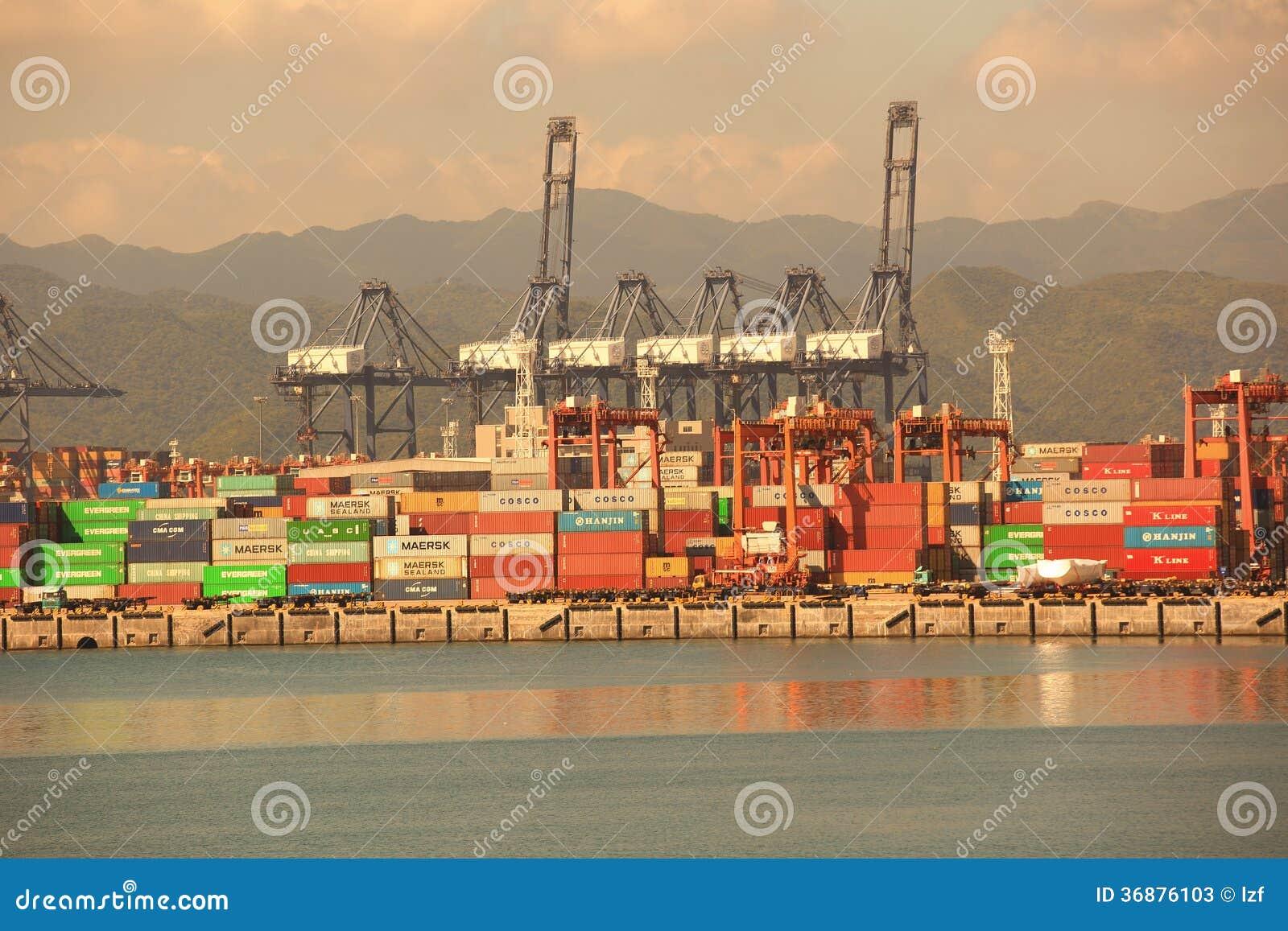 Download Porto di Yantian fotografia stock editoriale. Immagine di consegna - 36876103