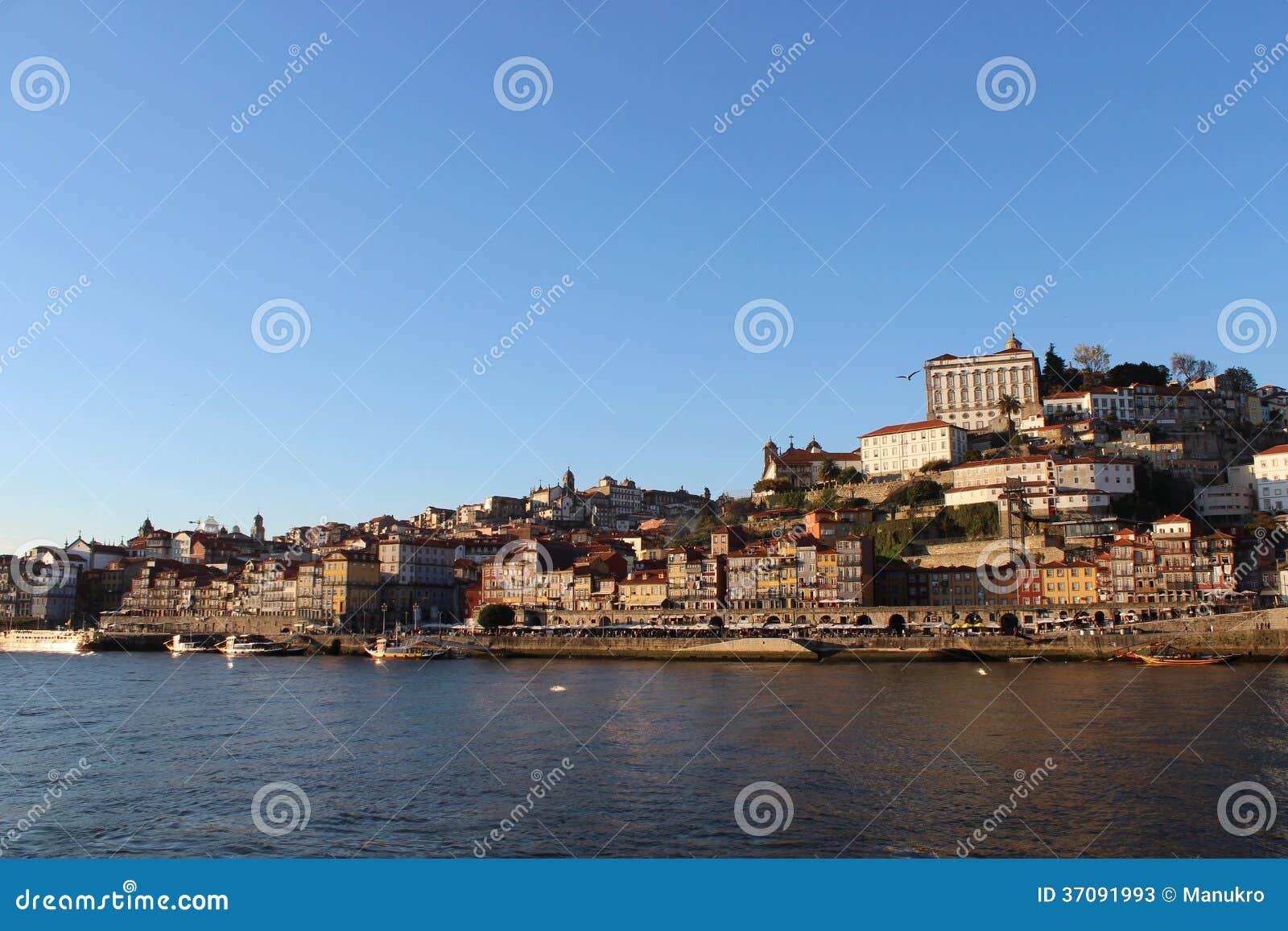 Download Porto krajobraz z rzeką obraz stock. Obraz złożonej z łódź - 37091993