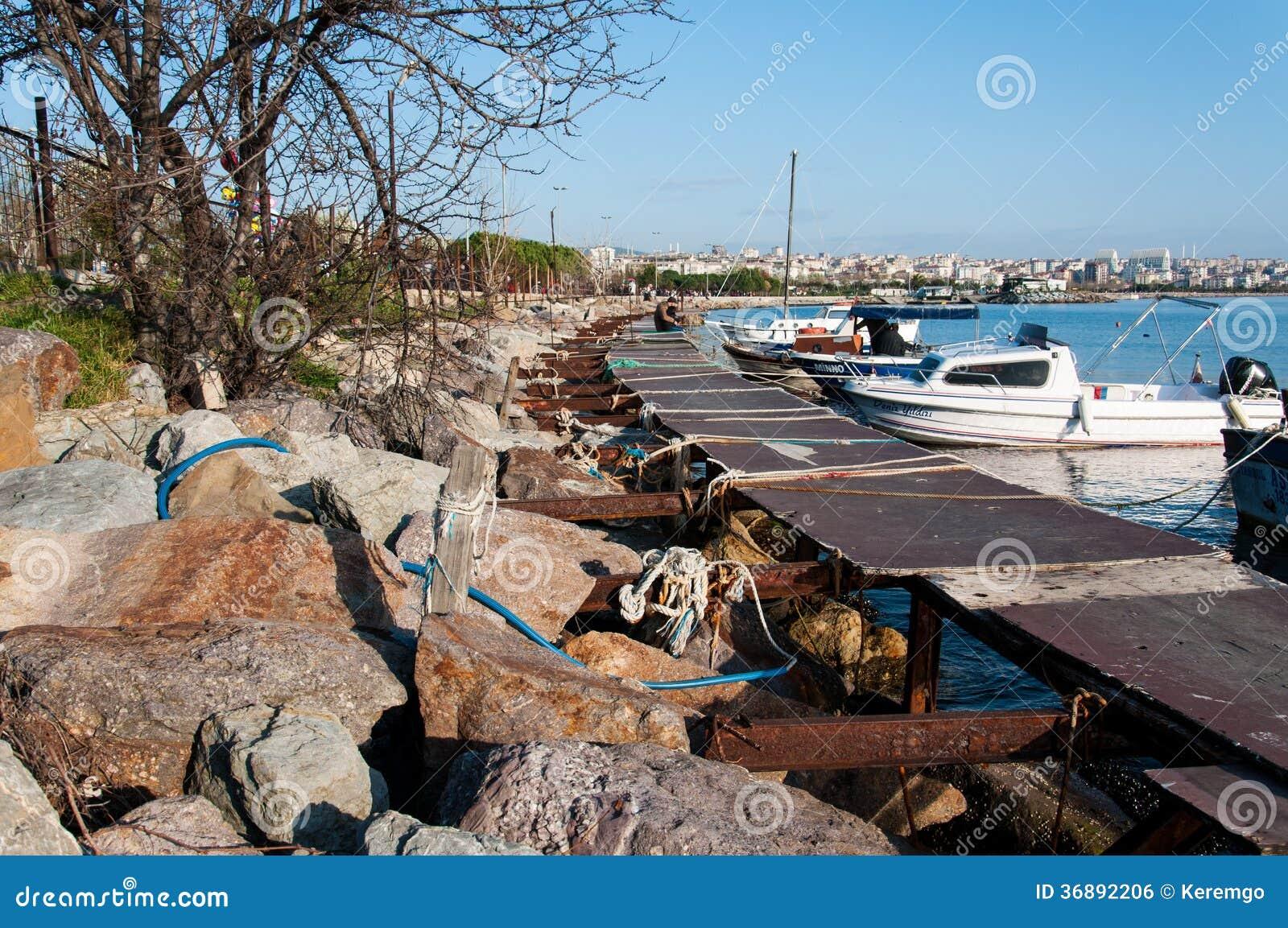 Download Porto Marittimo Della Piccola Barca Fotografia Editoriale - Immagine di superficie, spiaggia: 36892206