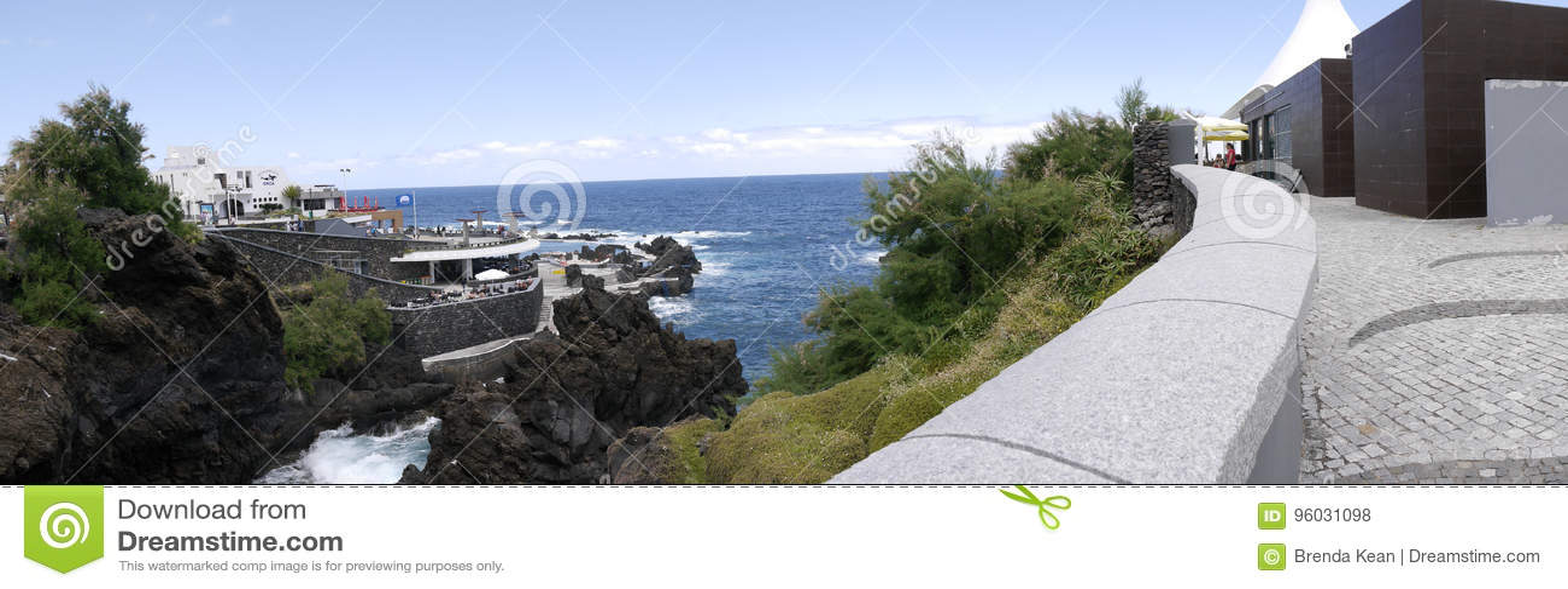 Porto Moniz na Północno Zachodni wybrzeżu dokąd góry w północy wyspa madera spotykają Atlantyckiego ocean