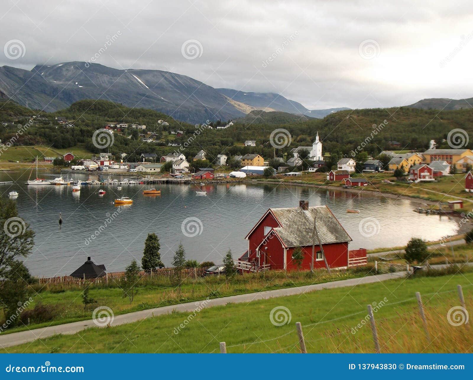 Porto Noruega 4 da cidade do fiorde de Talvik