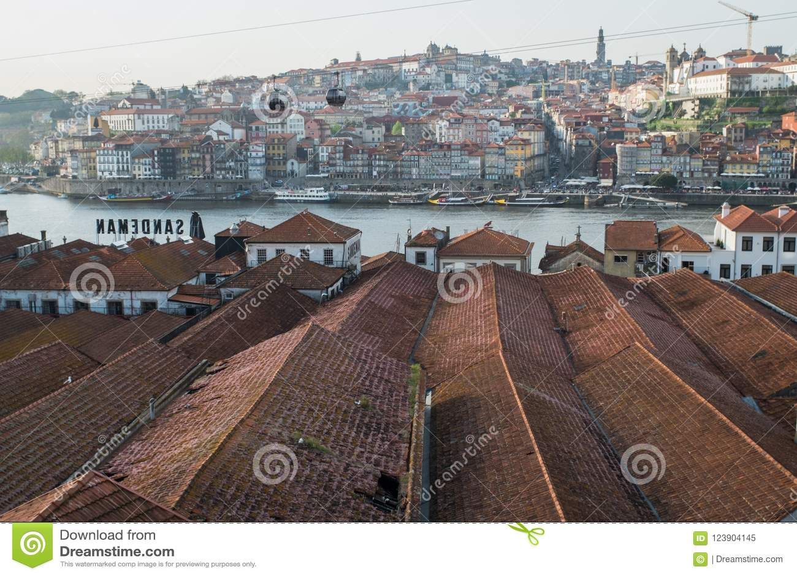 Porto, Portugal - 23 de abril de 2018: Opinião Vila Nova de Gaia e
