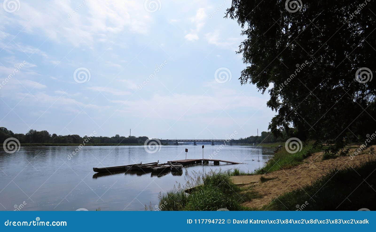 Porto privado pequeno em Vistula River para botes