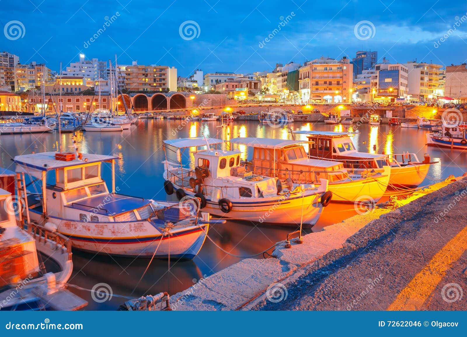 Porto velho da noite de Heraklion, Creta, Grécia