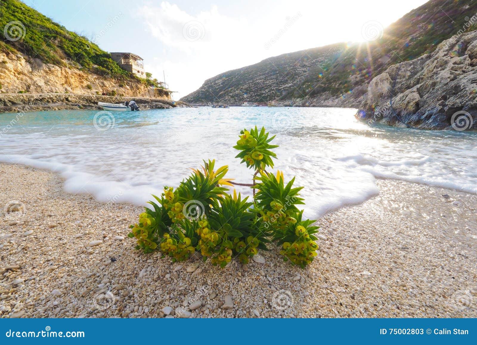 Porto Vromi het eiland van strandzakynthos, Griekenland bij zonsondergang