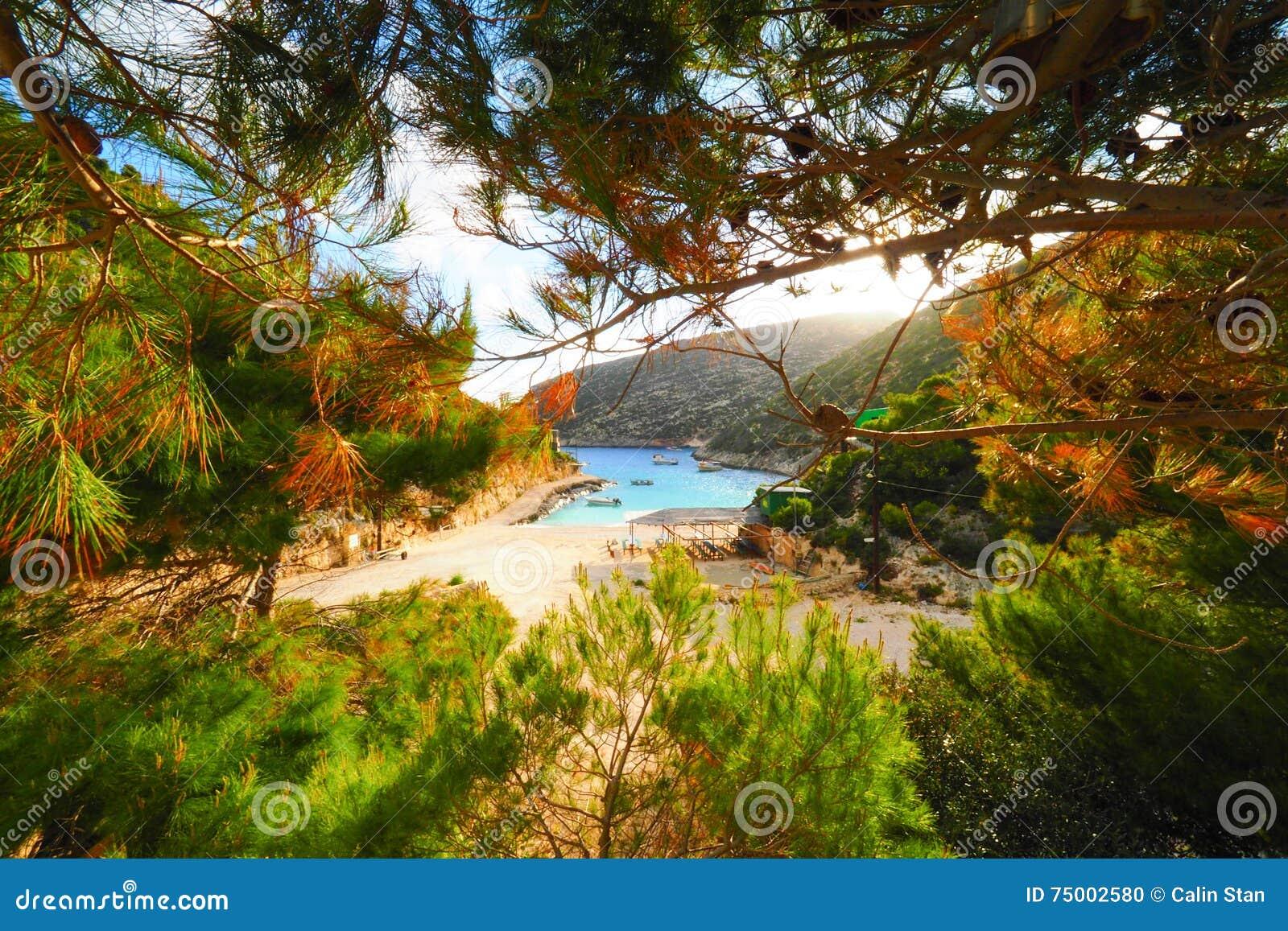 Porto Vromi Zakynthos in de zomertijd Niemand op het strand kleur