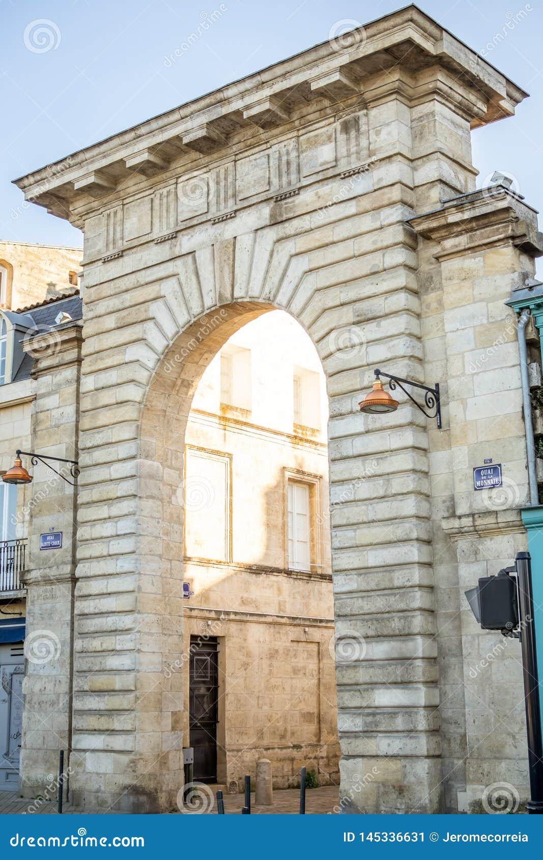 Portone del Quai de la Monnaie in Bordeaux