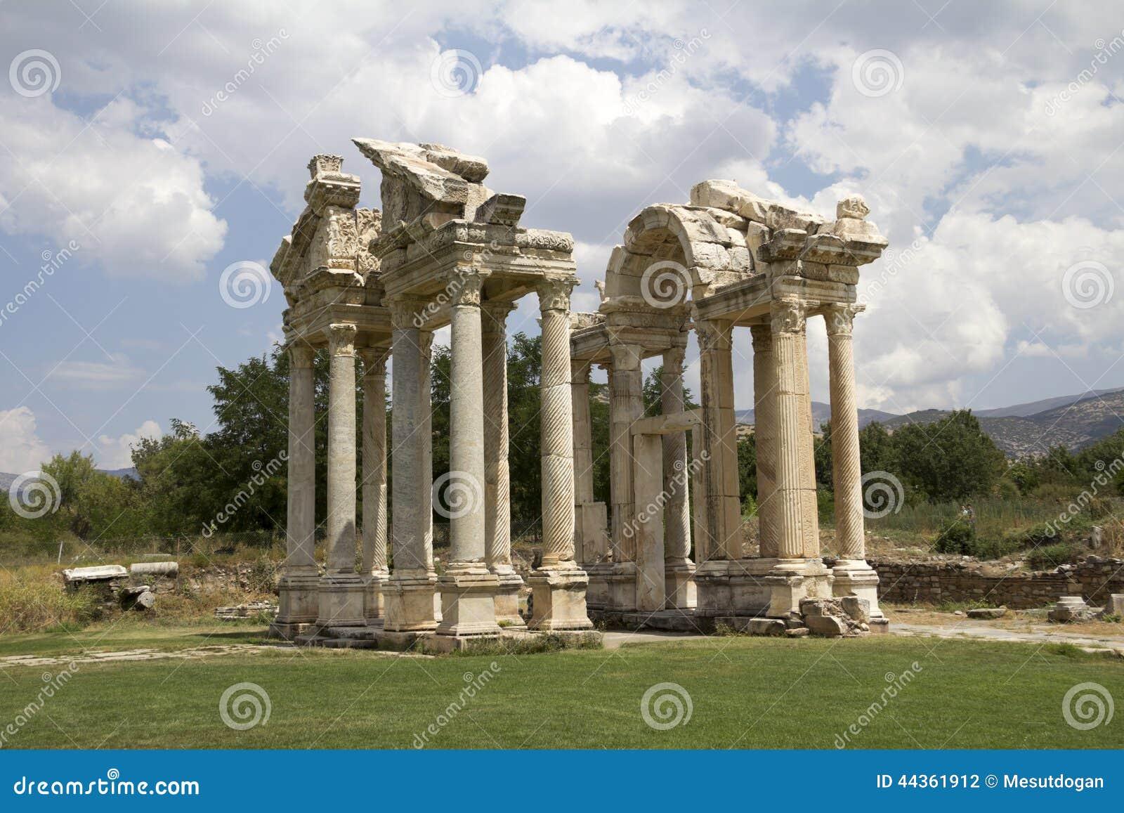 Portone famoso di Tetrapylon in Afrodisia