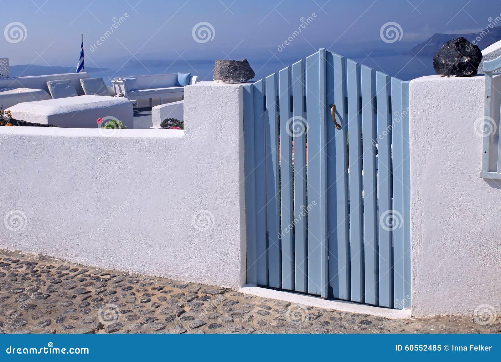 Portoni di legno blu in casa bianca isola di santorini - Portoni di casa ...