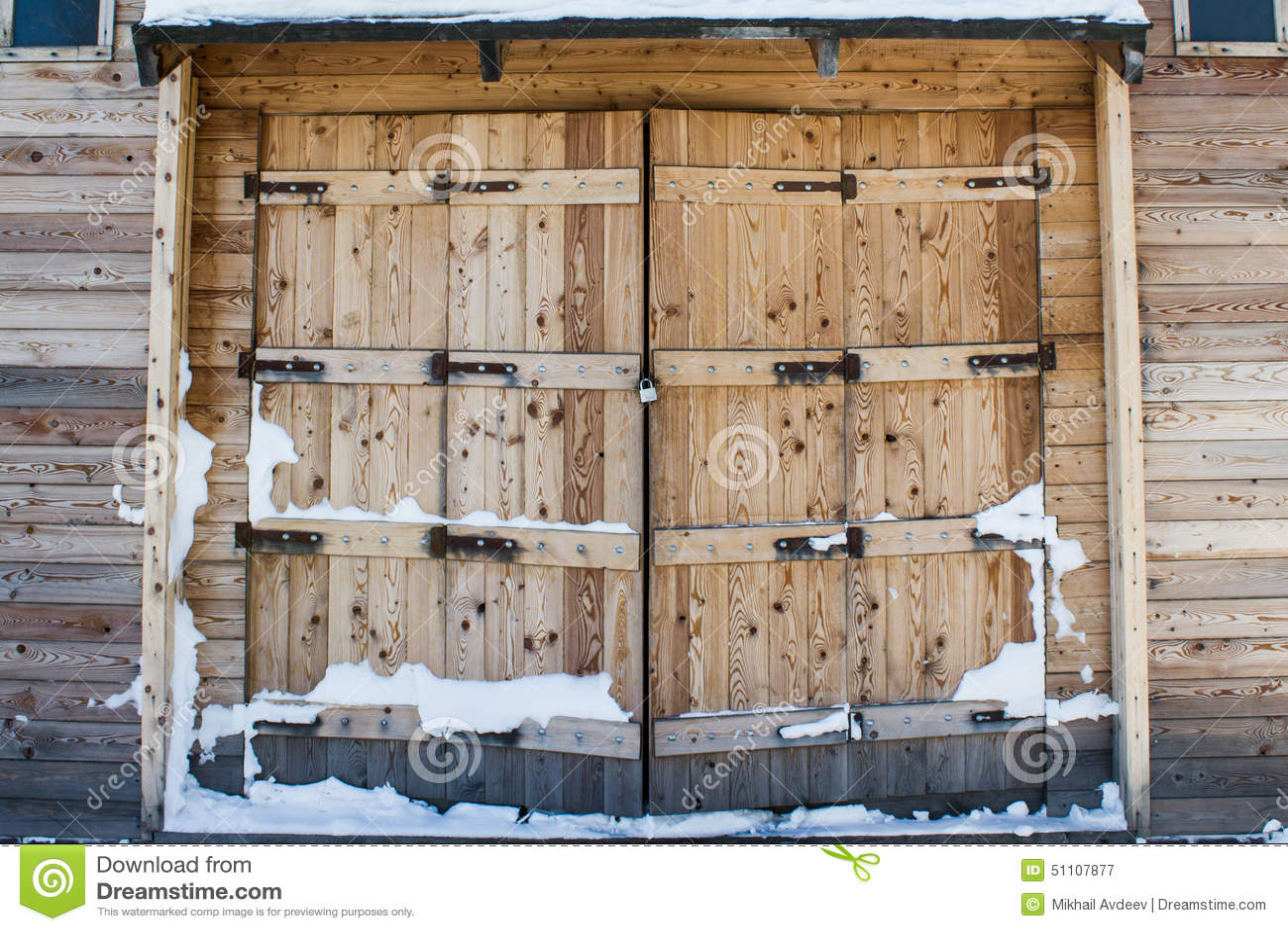Portoni di legno del vecchio granaio immagine stock - Portoni in legno prezzi ...