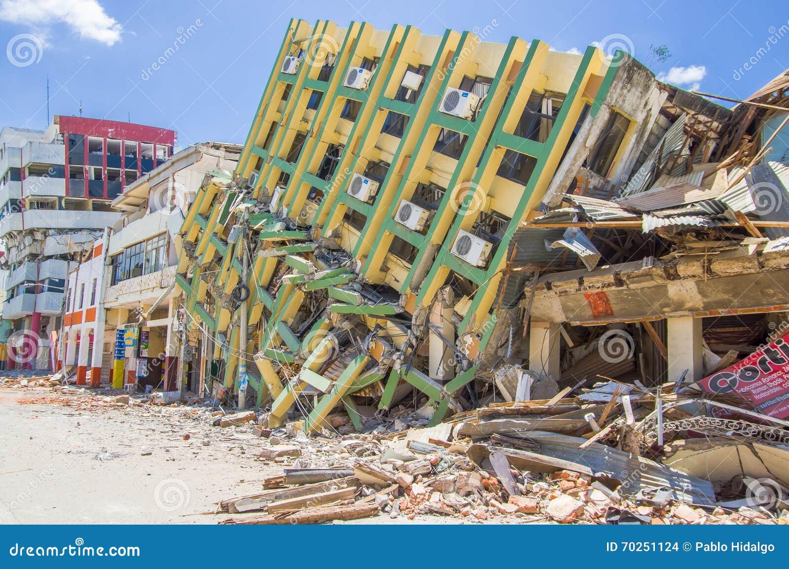 Portoviejo, Ισημερινού - 18 Απριλίου, 2016: Οικοδόμηση παρουσιάζοντας τη συνέπεια 7 σεισμός 8