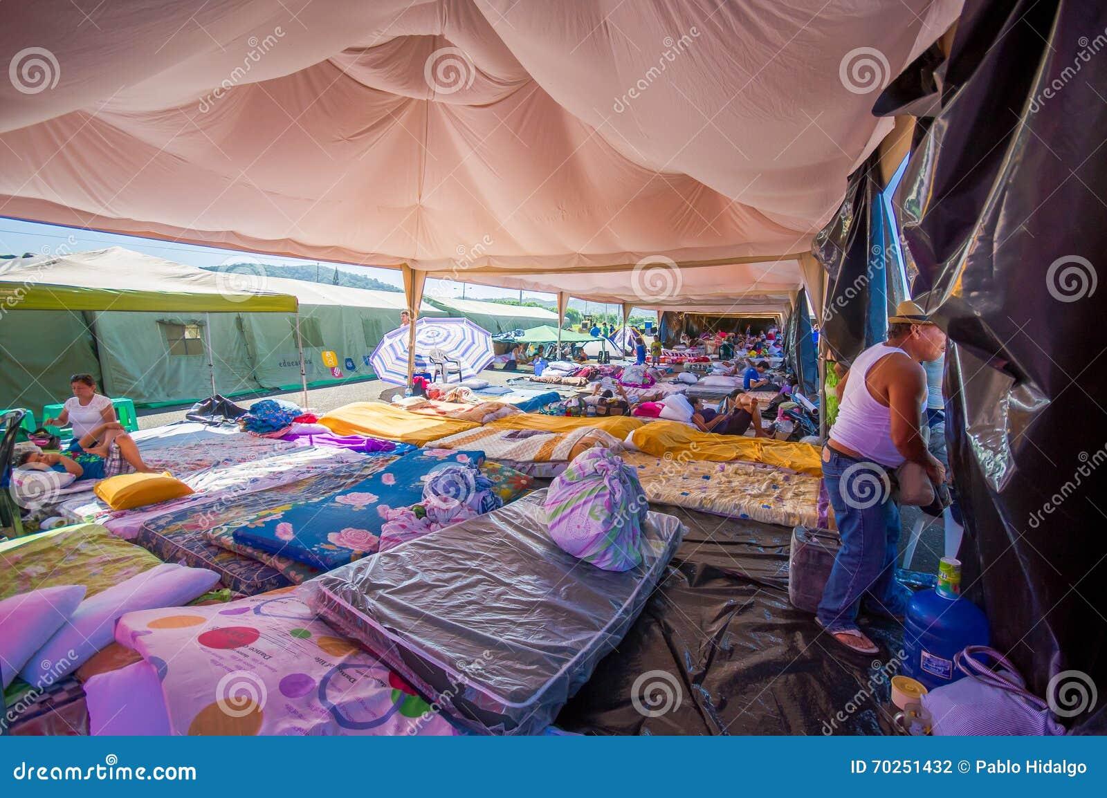 Portoviejo, Ecuador - April, 18, 2016: Zelte für die Flüchtlinge nach 7 Erdbeben 8