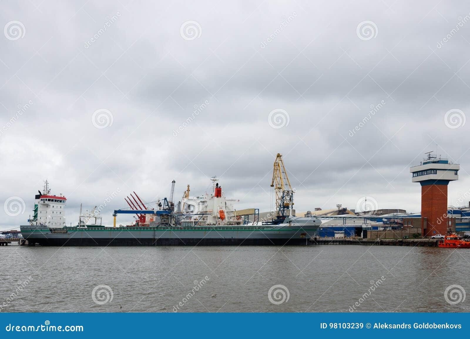 Portowy krajobraz Widok przemysłowy port