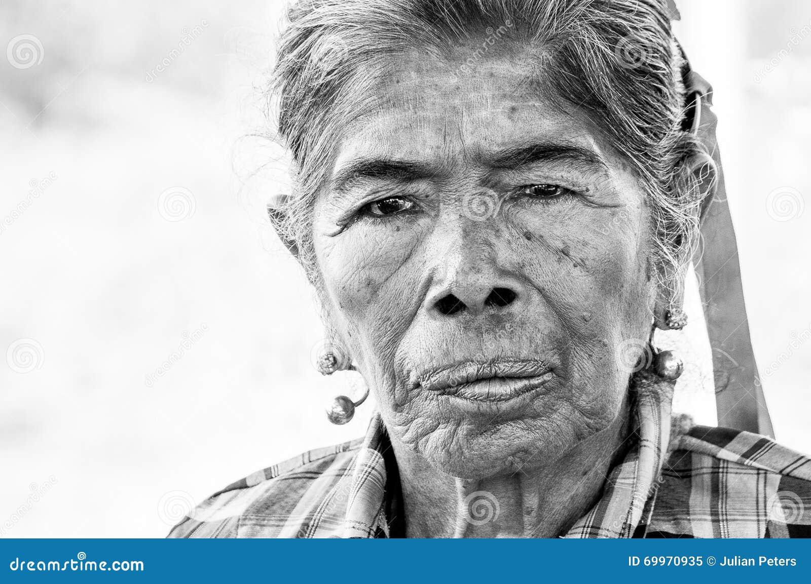 Porträt alter einheimischer Guarani-Frau
