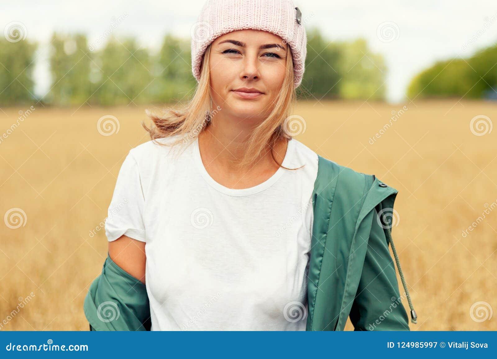 Porträt der frohen Frau