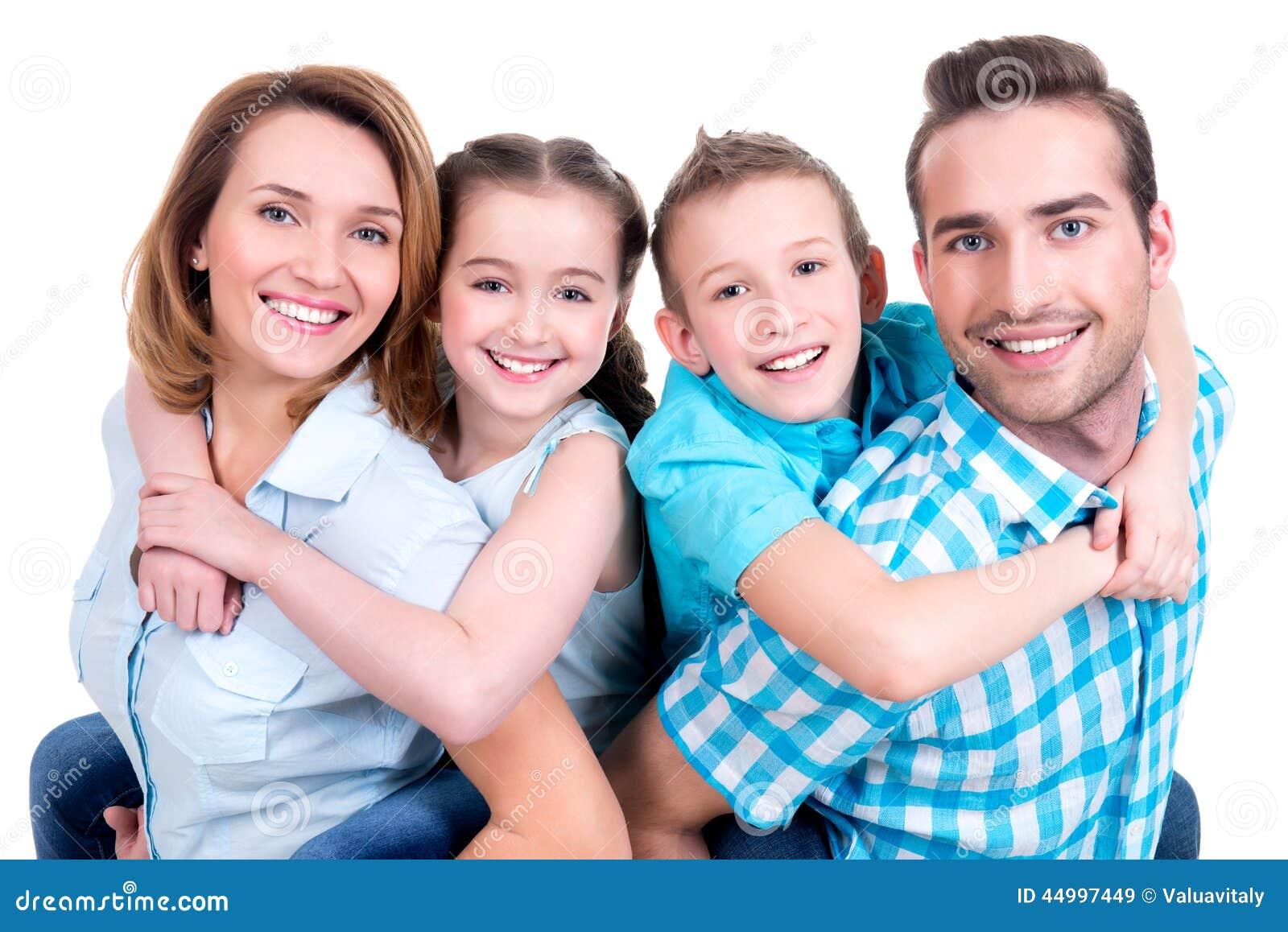 Porträt der glücklichen europäischen Familie mit Kindern