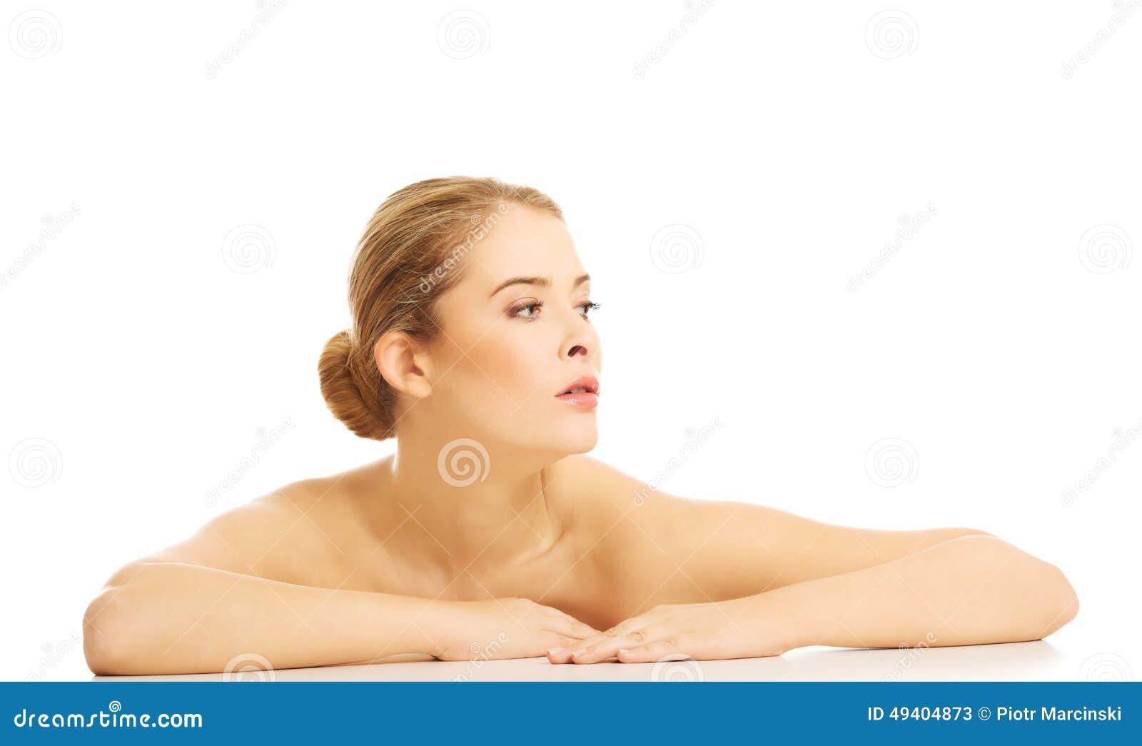 Download Porträt Der Nackten Frau Sitzend Am Schreibtisch Stockbild - Bild von attraktiv, glück: 49404873