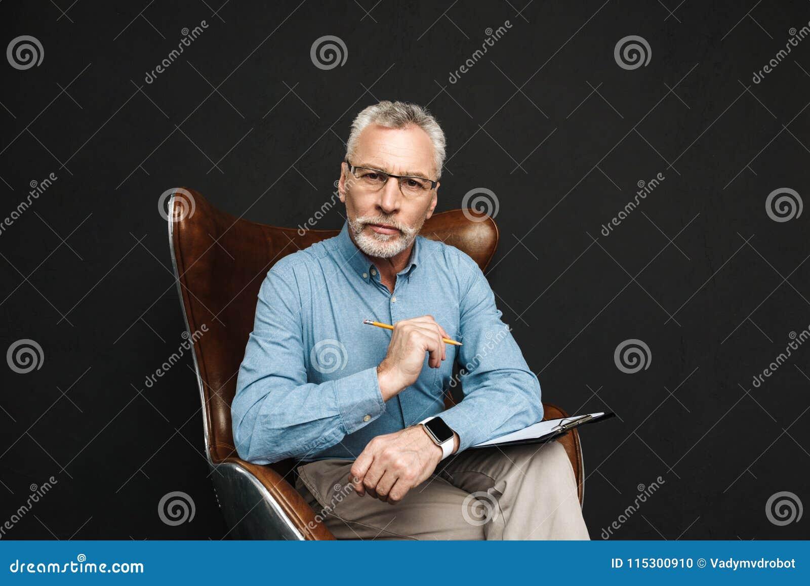 Porträt Der Sachlichen Mitte Alterte Mann 50s Mit Dem Grauen Haar
