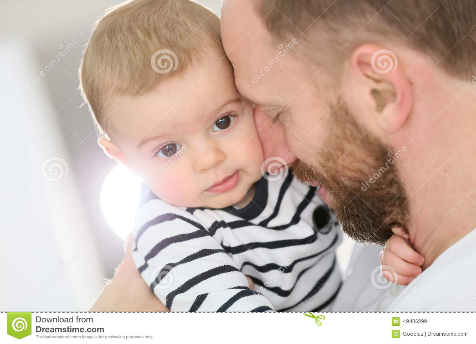 Download Porträt Des Babys Mit Seinem Vater Stockbild - Bild von kind, adorable: 49406299