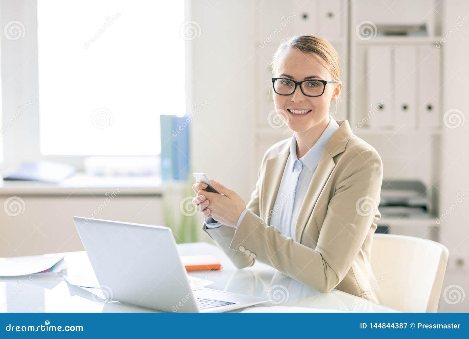 Porträt des erfolgreichen Managers im Büro