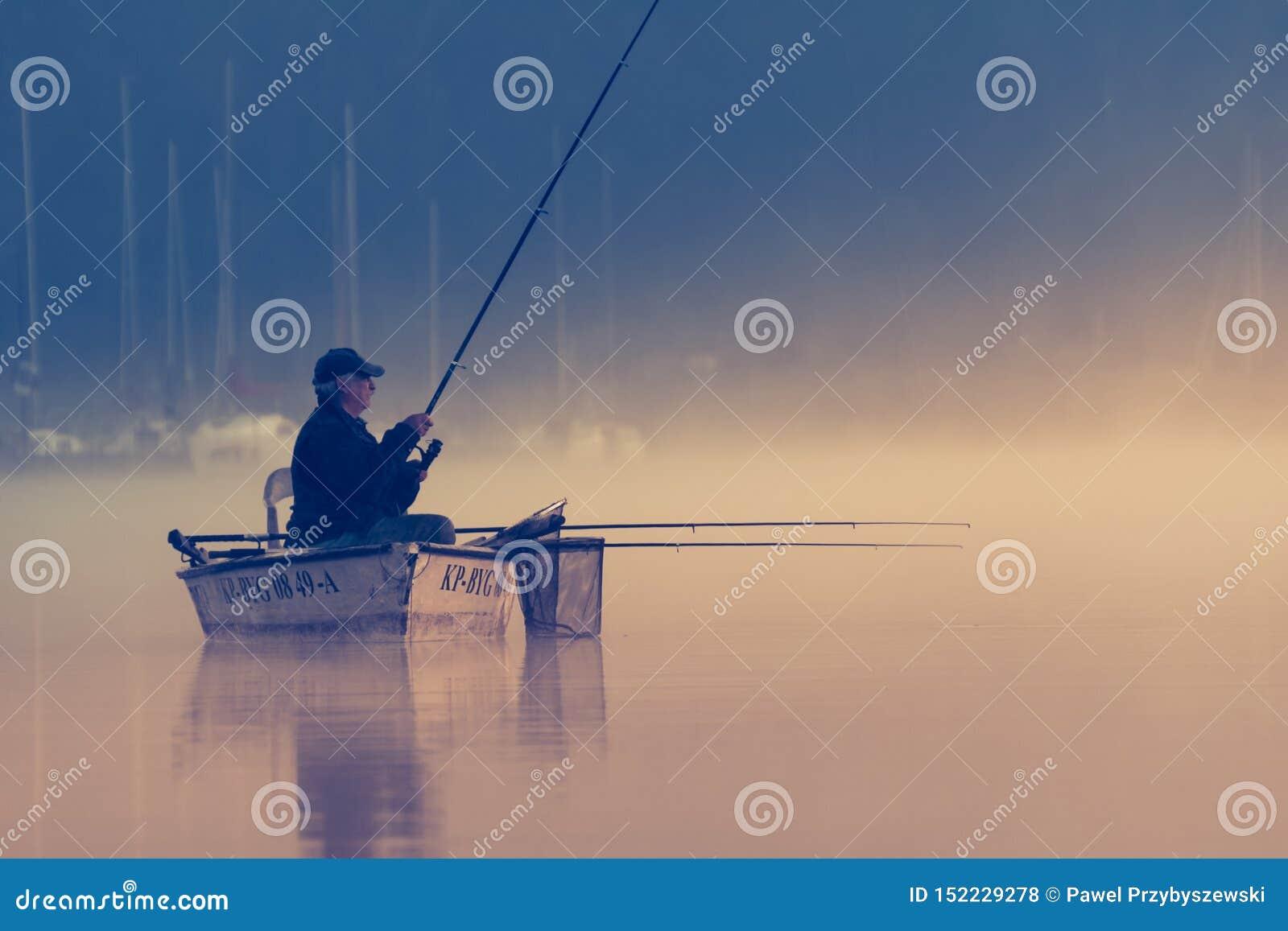 Porträt des Fischers im Bootsfischen