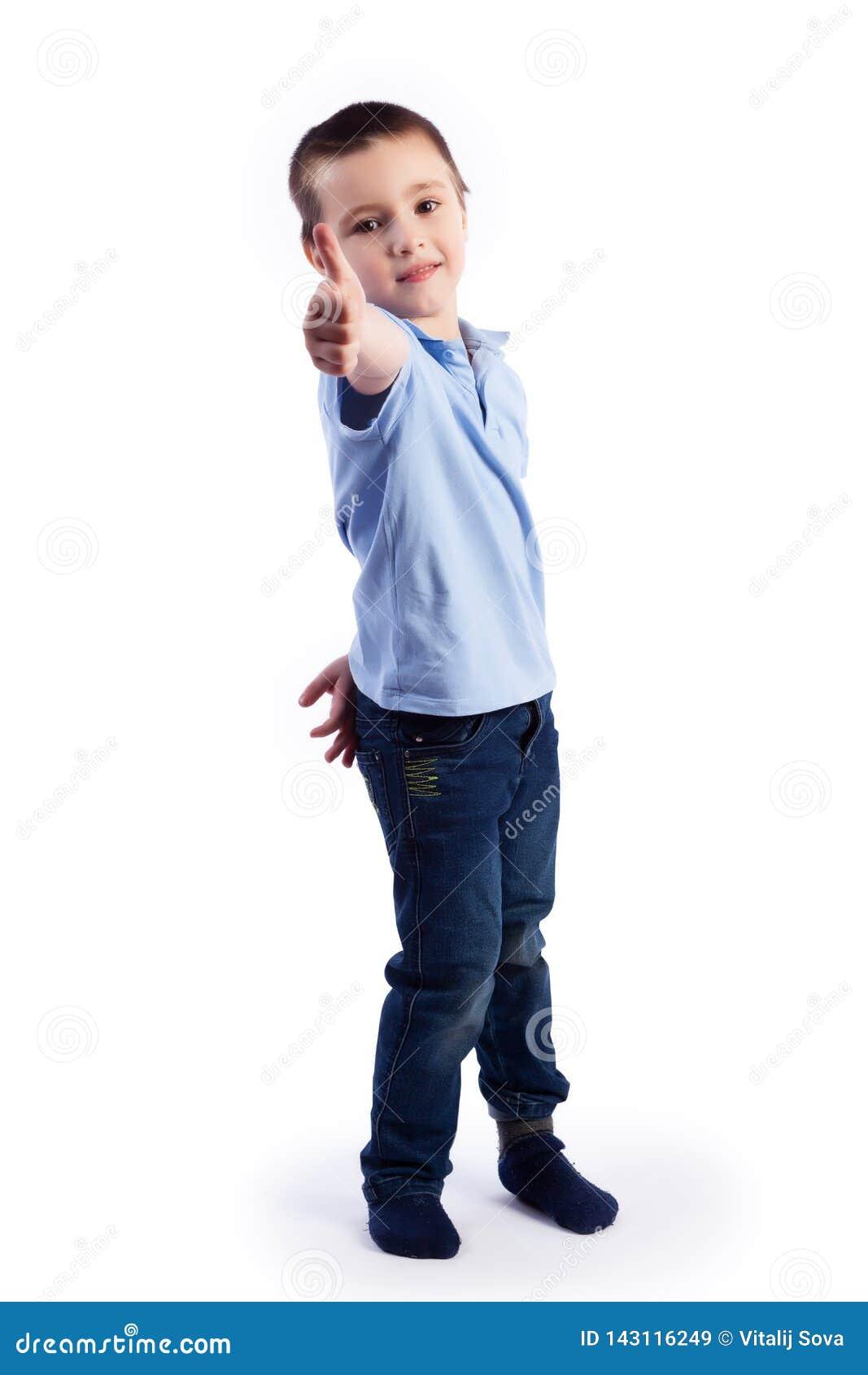 Porträt des glücklichen frohen schönen Jungen
